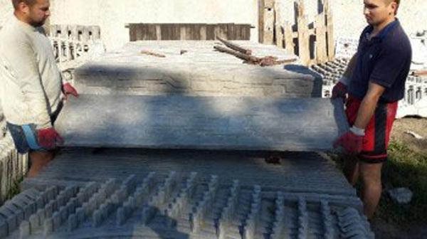 Погрузка бетонного забора