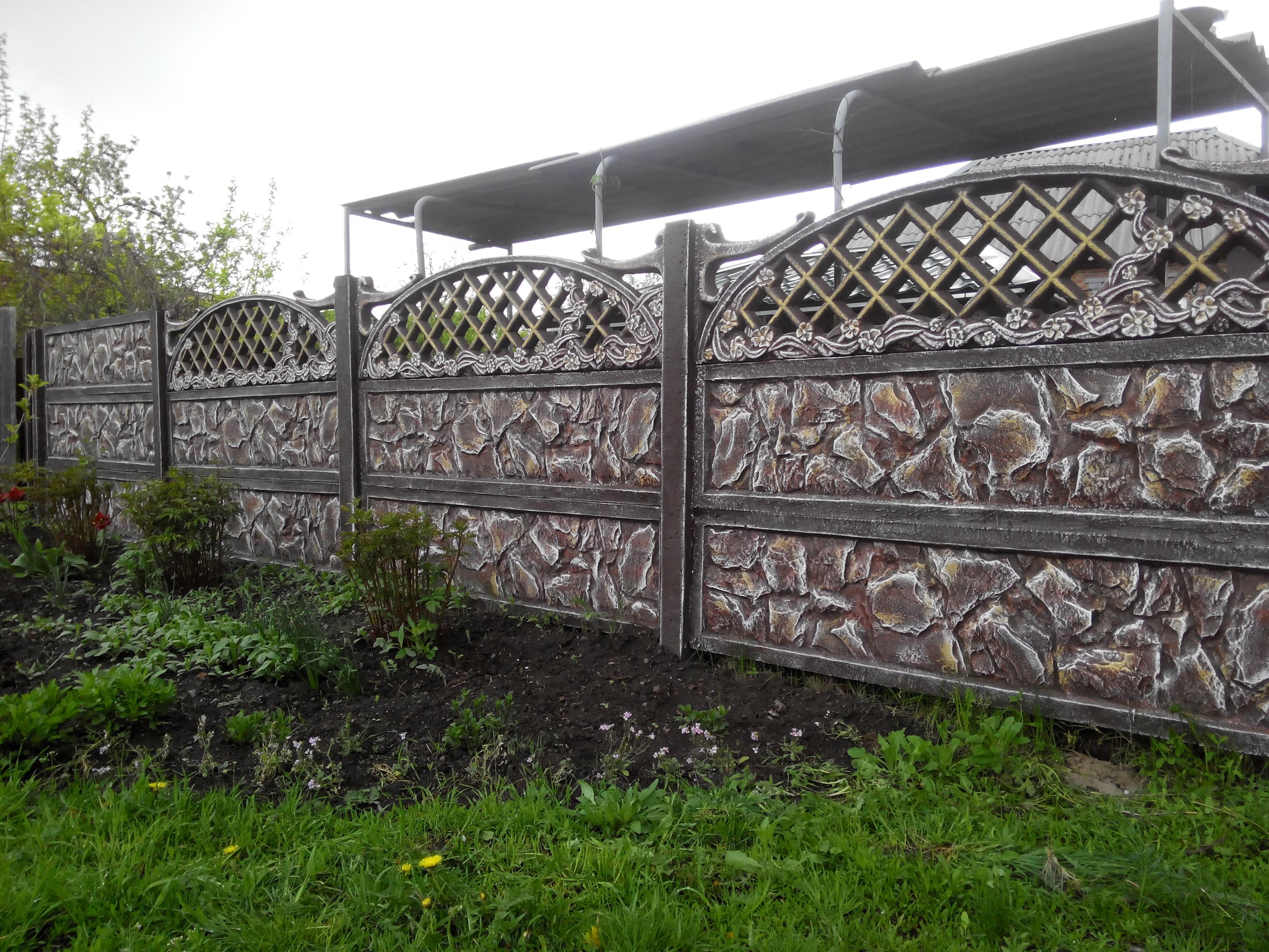 камень забор